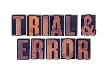 De woorden Trial & Error concept en thema geschreven in vintage houten boekdruk type op een witte achtergrond. Stockfoto