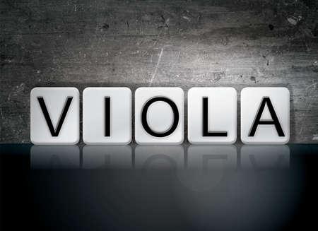 단어 비올라 개념 및 어두운 배경에 흰색 타일을 작성하는 테마.