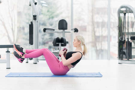 Woman Kettlebell training in gym 版權商用圖片