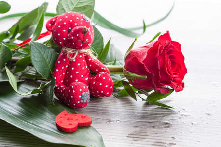 valentine s day teddy bear: Red rose bouquet with red Teddy bear and heart on wet background