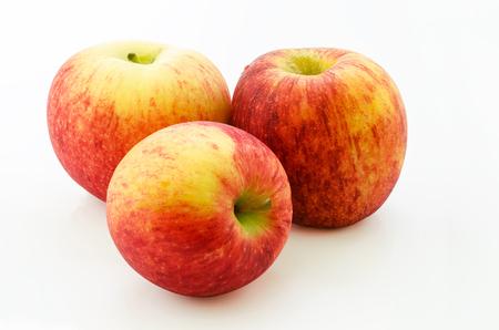 La envidia de Apple es una manzana scilate que cruzan entre Royal Gala y Braeburn, se cultiva en Nueva Zelanda