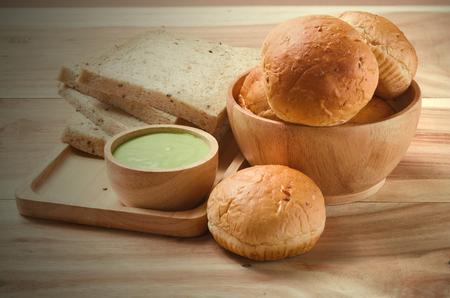 pain: cr�me thai fabriqu� � partir de pandan et l'?uf, manger avec du pain
