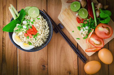 cooked instant noodle: instant noodle in blackbowl cooked spicy taste topping with eggs Stock Photo