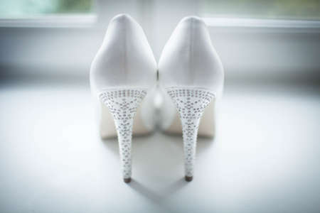 White wedding shoes with diamond heels Imagens