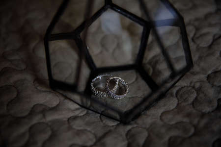 Geometric Floriana in which lay the wedding ring.