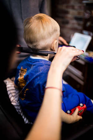 A little boy in the Barber shop at the hairdressers. Stockfoto
