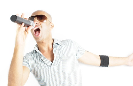cantante con micr�fono sobre un fondo blanco photo