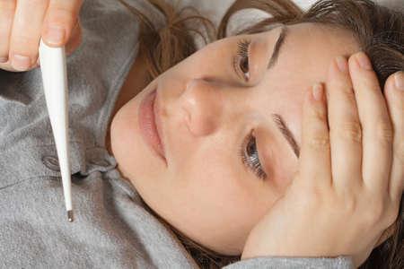ragazza malata: Malata a letto