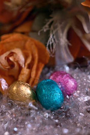 oeufs en chocolat: trois ?ufs en chocolat color�s
