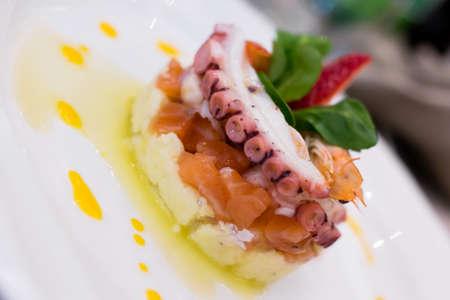 culinair: Culinaire samenstelling beeltenis van een vistaart versierd Stockfoto