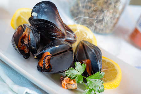 peppered: peppered mussels with lemon