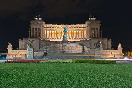 altar of fatherland: Altar of the Fatherland in Rome at night Editorial