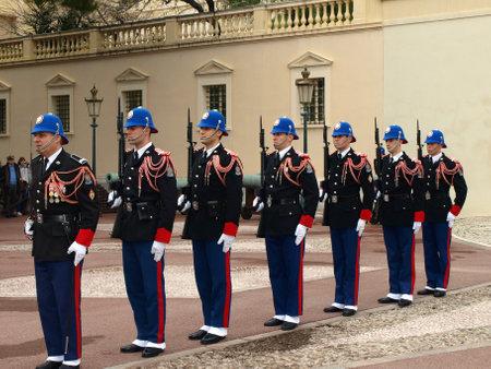 Principato di Monaco. Francia - 31 dicembre 2010 - erts 12, cambio della guardia al Palazzo Reale Redactioneel