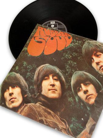 vintage originele vinyl record van rockstar beatles Rubber Soul Redactioneel