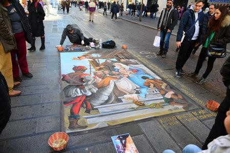 Napels, Italië-DECEMBER 25: in het midden van de laatste madonnari verf de trottoirs van de stad op December 25,2012 in Napels-Italië