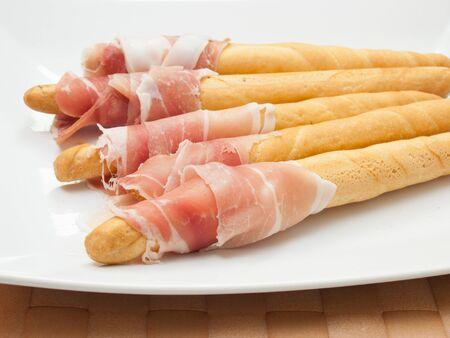 gressins: snack avec des gressins et jambon de Parme Banque d'images