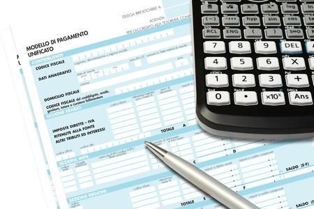 business consultant controleert de belastingformulieren van de IMU Stockfoto