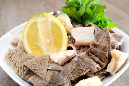 ingewanden van de maag van rundvlees gekookt in gezouten water met citroensap genoemd trippa pensen