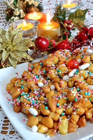 struffoli neapolitan small pastry in Christmas time