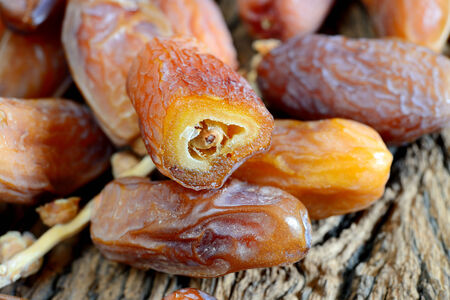 Kerstmis zoete exotische gedroogde vruchten, dadels, pruimen en abrikozen en vijgen Stockfoto