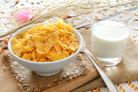 breakfast table with cornflakes cereal and milk Imagens