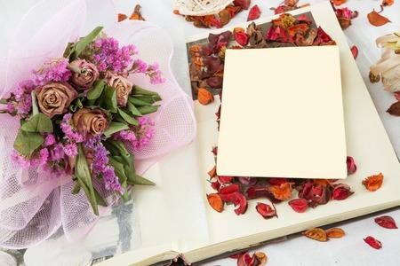flores secas: ambiente con flores secas de la vendimia fotograf�a antigua Foto de archivo