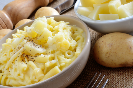 napoletana: tipica ricetta mista pasta e patate napoletana
