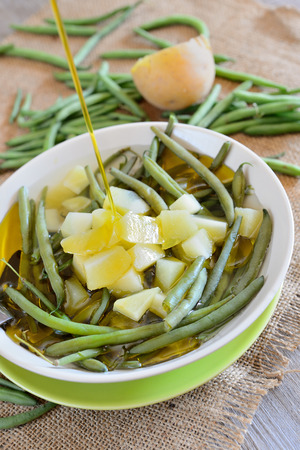 fagiolini: vegetarian recipe with green beans and potatoes with olive oil