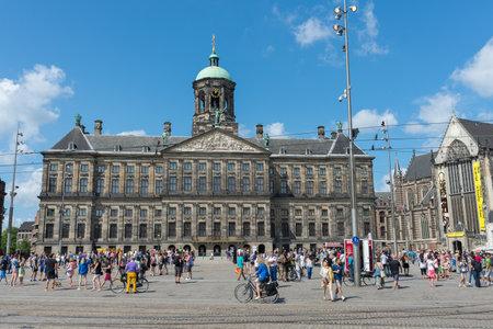 AMSTERDAM, 4 augustus: Het Koninklijk Paleis - Koninklijk Paleis Amsterdam - op de Dam op 4 augustus 2014 in Amsterdam Redactioneel