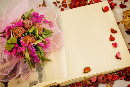 flores secas: ambiente con flores secas fotograf�a antigua de la vendimia