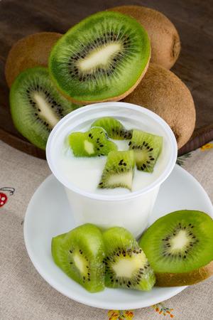 yogurt natural: baja en grasa yogur natural cremoso kiwiflavor
