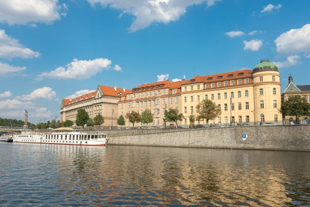 praga: PRAGUE - AUGUST 4: Ferry on the river Vltava. The ship is the most romantic way and quickest way to see the city view from the river, there are departures every hour on august 4,2015 in Prague - Czech Republic Editorial