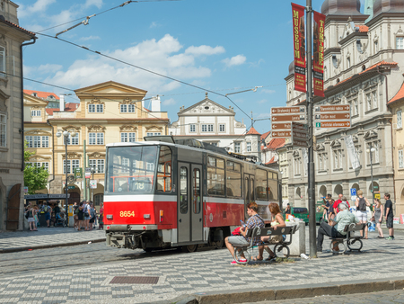 praga: PRAGUE - AUGUST 5: People wait to bus stop in city center  on august 5,2015 in Prague - Czech Republic