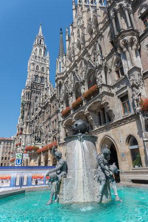rathaus: Fountain of fish in Marienplatz, Rathaus - Munich - Germany