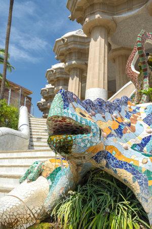 salamandre: BARCELONE, ESPAGNE 4 août: détail du grand lézard dragon ou salamandre dans le Parc Güell attraction internationale faite par Antoni Gauda sur le 4 août 2016 à Barcelone Éditoriale