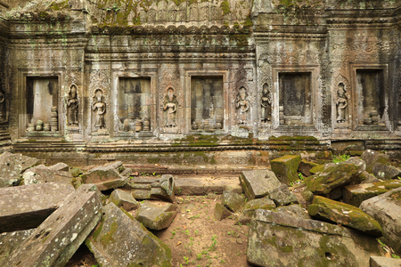 Carved wall bas-relief in Angkor Wat temple, Siem Reap, Cambodia. Ancient khmer architecture 스톡 콘텐츠