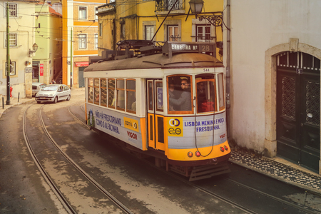LISBON - PORTUGAL, November 5, 2018: An old traditional tram carriage in the city centre of Lisbon, Portugal. The city kept old traditional tram in service within the historical part of the capital 版權商用圖片 - 124582089