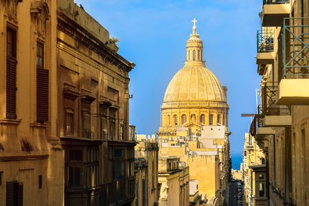 Dome of churche of Our Lady of Mount Carmel, Valletta, Capital city of Malta Imagens