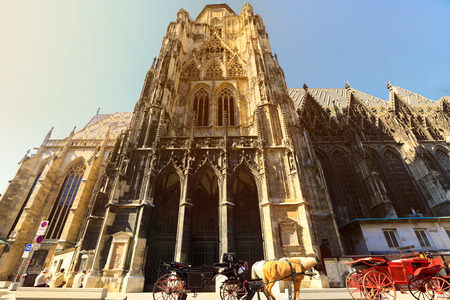 The St. Stephens Cathedral in the historical center of Vienna, Austria Imagens