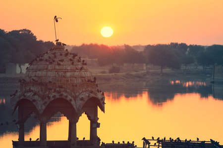 View of Gadisar lake peaceful scene in the morning at sunrise,  Jaisalmer India Banco de Imagens