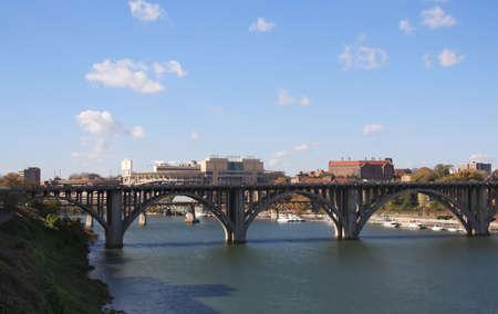 tennesse: Vista del puente de la autopista Chapman, Neyland Estadio y la Universidad de Tennessee campus.