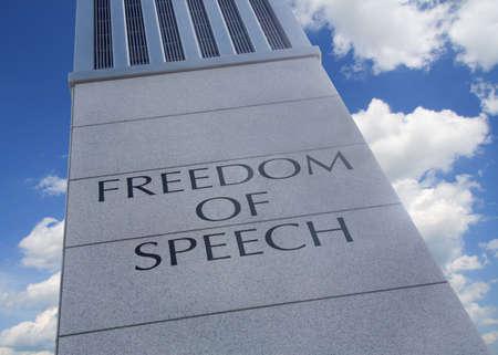 """Monument met de woorden """"Freedom Of Speech"""" ingeschreven."""