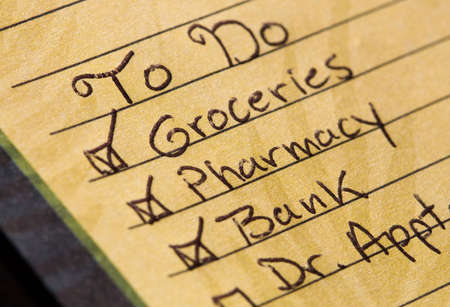Handwritten to do list with checked off items. Stockfoto