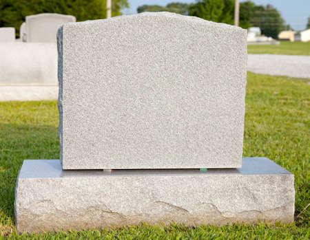 Close-up van een blanco grafsteen met een kopie ruimte