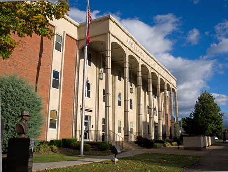 small town: Anderson County Court House, Clinton, Tennessee USA