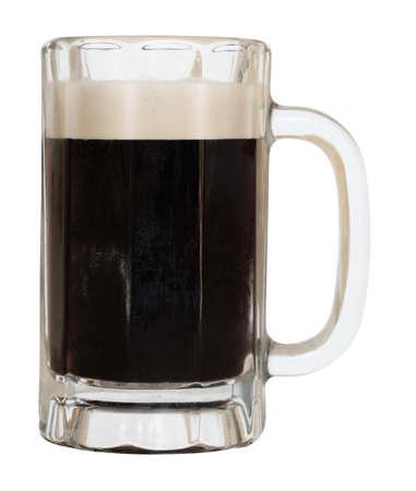 cerveza negra: Taza de cerveza oscura cerveza negra aislada en un fondo blanco con un trazado de recorte Foto de archivo