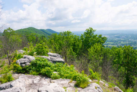 View of the Cumberland Trail from the top of the ridge at Devils Racetrack. Stok Fotoğraf