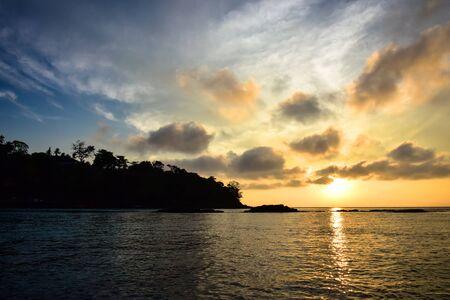 ピピ島 (タイ/January 2017年) マヤ ビーチ - に旅行した時の美しい日の出