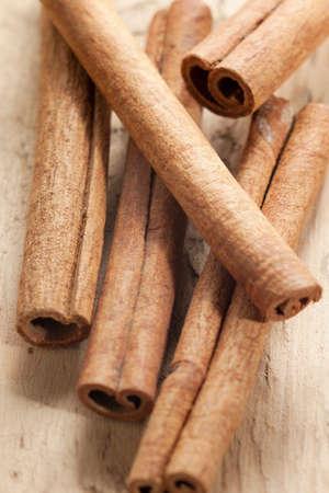 cinnamon sticks on a white background Zdjęcie Seryjne