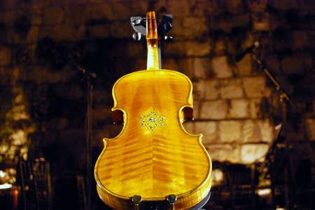 lamentation: Violini di speranza Archivio Fotografico